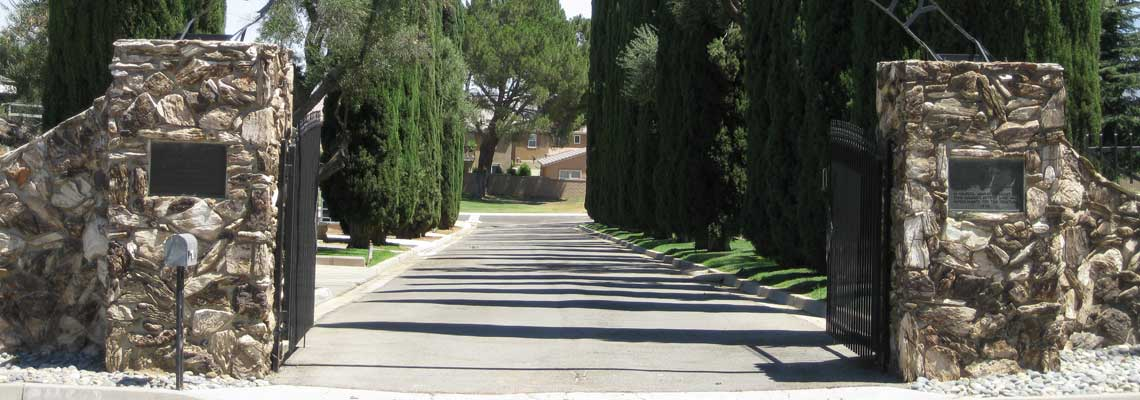 Picture of Front Gates at Stewart Sunny Slope Cemetery.